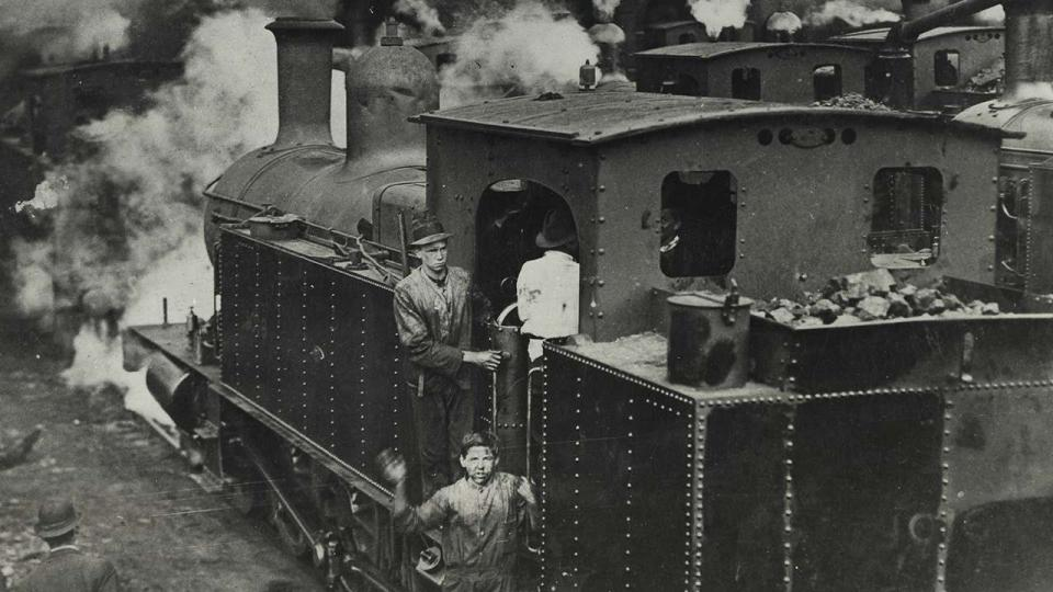 A Class C3095 locomotive being cleaned by school boys outside the Running Sheds during the 1917 strike, 1 August 1917