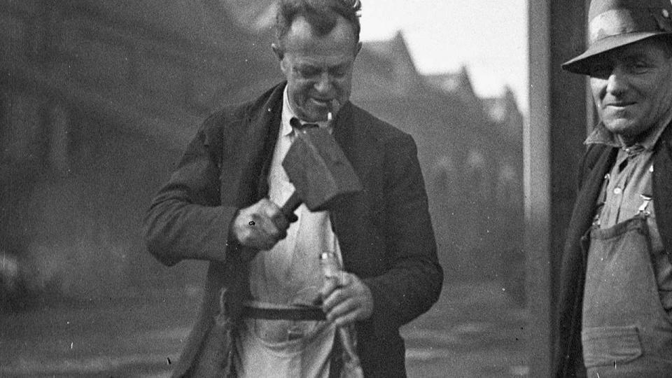 Eveleigh Railway Yards, photographer Sam Hood, June 1938