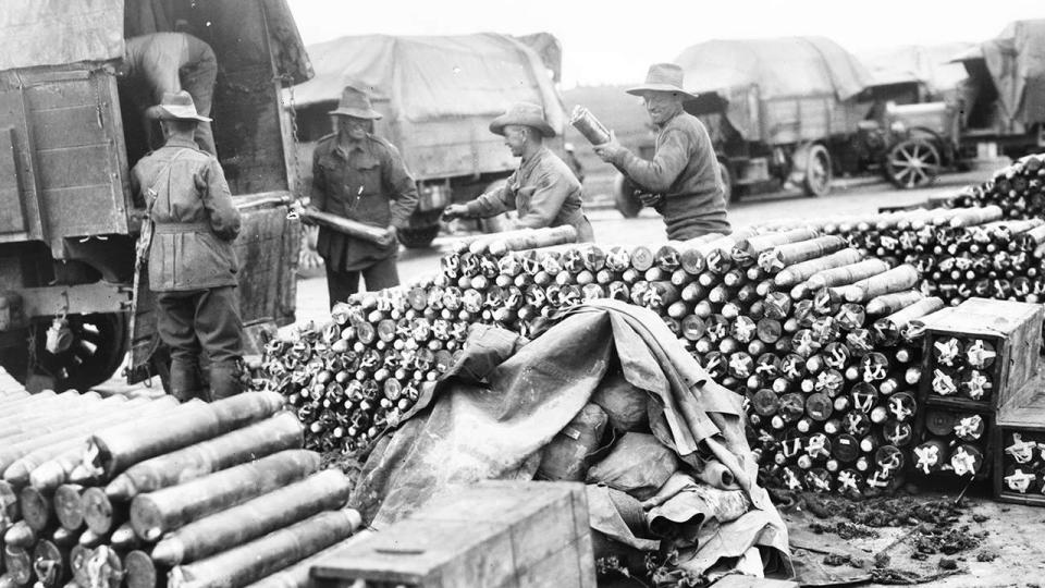 Large quantities of munitions were needed to supply the gunners. Australians unload 18‐pounder shells near Tincourt, France, September 1918