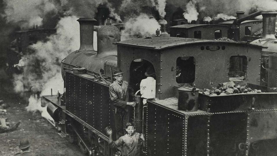 Class C3095 locomotive being cleaned by school boys at the Eveleigh Depot during the 1917 strike, 1917
