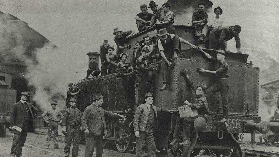 Class C3021 being cleaned by school boys at the Eveleigh Depot during the 1917 strike, 1 August 1917