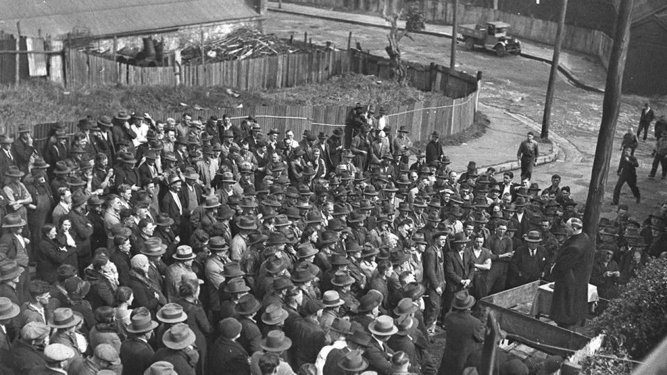 Mass rally listens to an election speech from Jack Lang, photographer Ted Hood, 22 August 1934