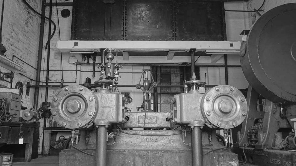 Fielding and Platt Hydraulic System Steam Pumping Engine, with water reservoir above, 2015